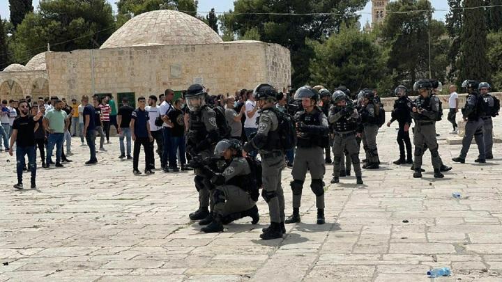 В стычках с полицией на Храмовой горе пострадали 35 палестинцев