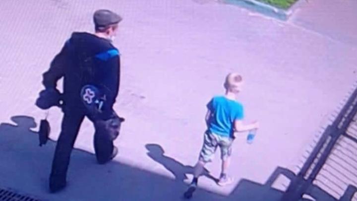 """Суд арестовал мужчину, который увел мальчика с детской площадки """"гулять"""""""