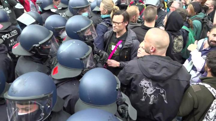 Берлинская полиция жестко задержала демонстрантов