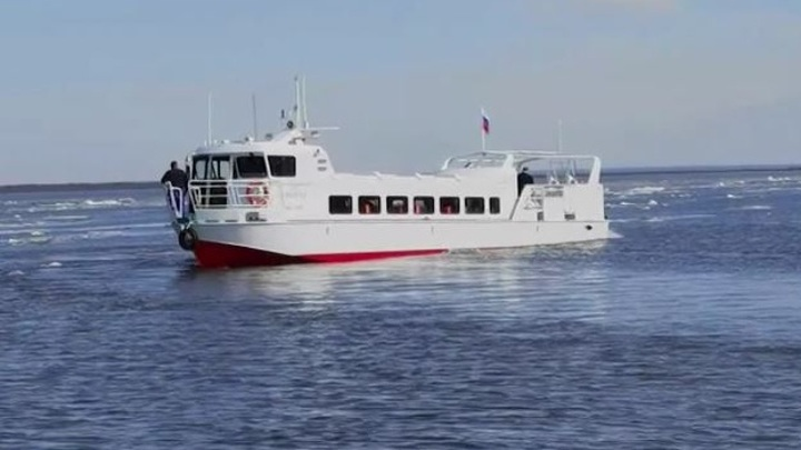 Большому кораблю – большое плавание: на Ямале спустили на воду новое пассажирское судно