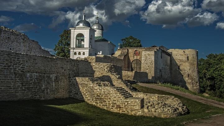 Изборская крепость (Псковская область) / SaninAl /  CC BY-SA 4.0