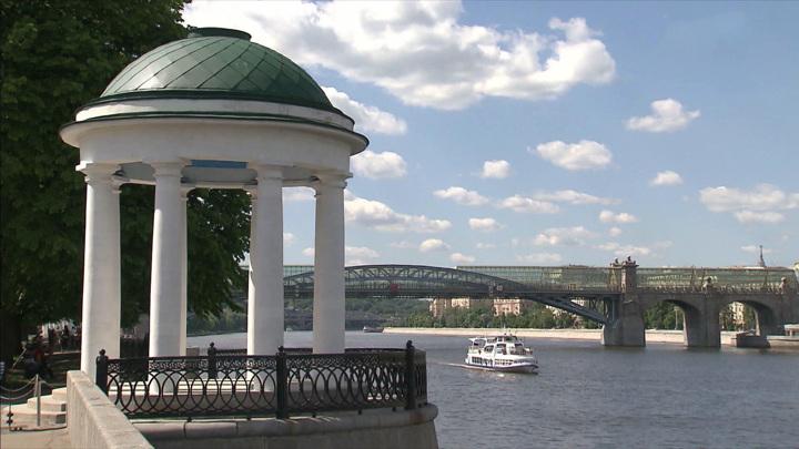 В Парке Горького после реставрации открыли две ротонды на Пушкинской набережной
