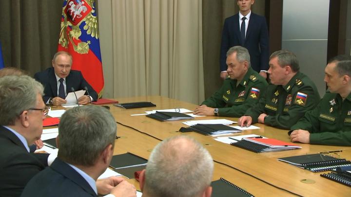 Путин в Сочи обсудил создание приоритетных образцов оружия