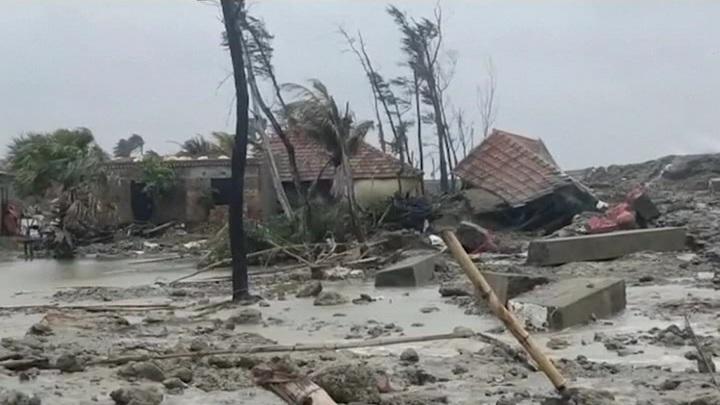 Шторм Эльза обрел статус урагана и направляется во Флориду