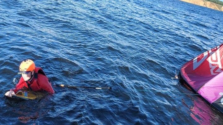 В Самарской области спасли кайтсерфера, которого унесло течением