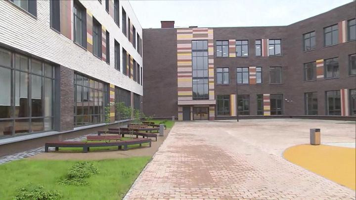 Правительство направит 250 млрд рублей на строительство 1300 школ