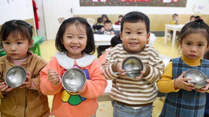 В Китае семьям разрешили заводить трех детей