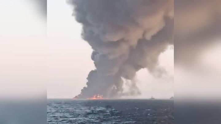 Крупнейший иранский корабль сгорел в Аравийском море