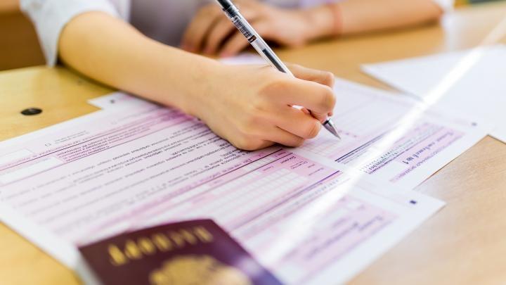 Выпускники российских школ сдают ЕГЭ по математике профильного уровня