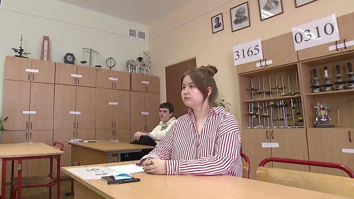 Две столичные школьницы на ЕГЭ набрали по 400 баллов