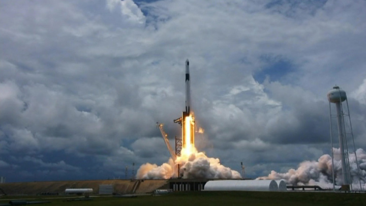 С мыса Канаверал стартовала Falcon 9 с грузом для экипажа МКС