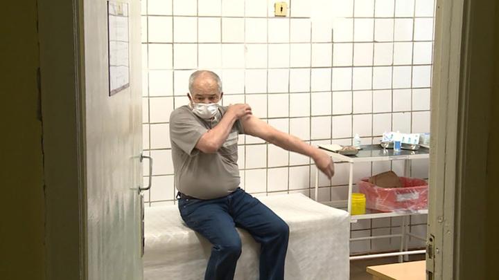 Володин: никого не имеют право увольнять за отказ делать прививку