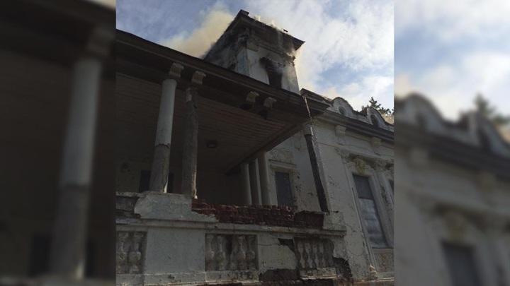 После пожара в усадьбе купцов Стахеевых возбуждено уголовное дело