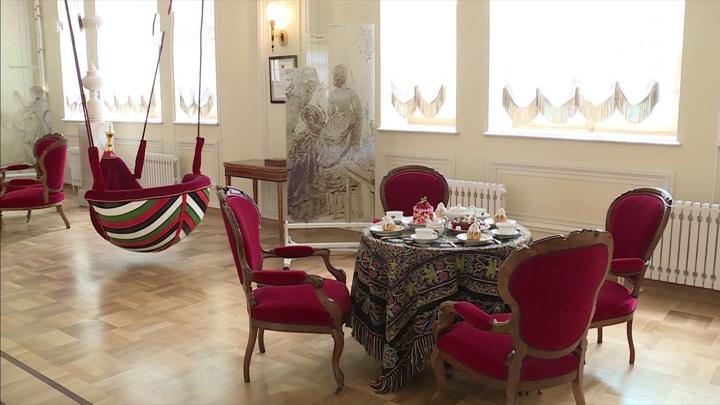 Самый большой зал Гатчинского дворца открыт для посетителей после реставрации