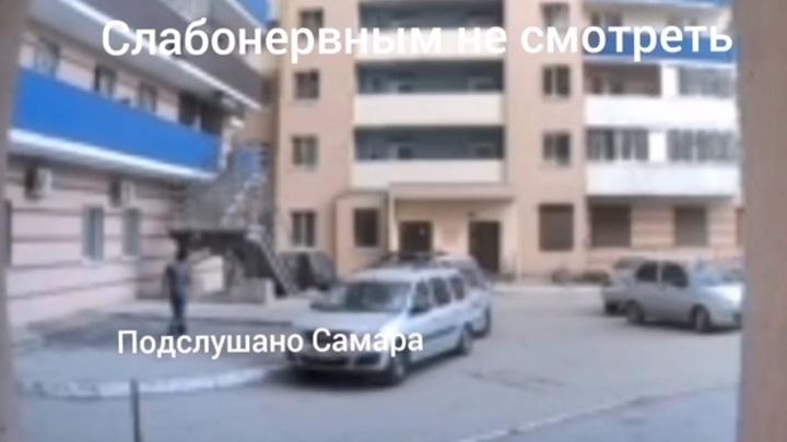 В целях воспитания. В Самаре пьяная мать свесила дочь из окна, ребенок погиб
