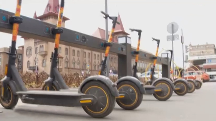 В Санкт-Петербурге приостановили аренду самокатов