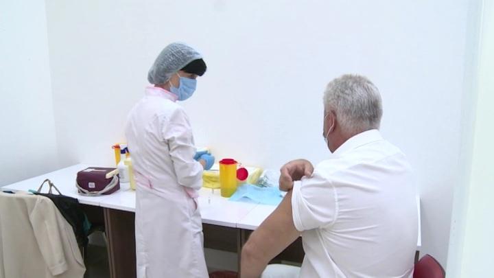 Массовая вакцинация от коронавируса будет положительно влиять на рост ВВП