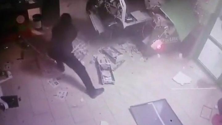 Появилось подробное видео подрыва банкомата в Свердловской области