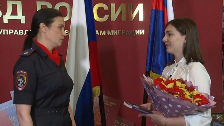 Мать убитого ВСУ мальчика получила российский паспорт