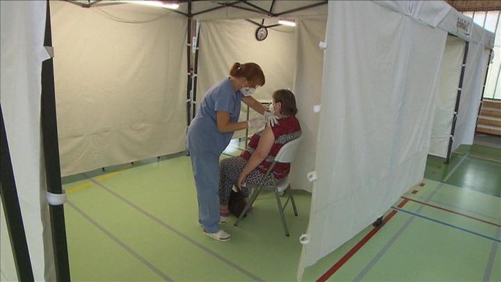 Марафон вакцинации и закрытие границ: борьба с COVID-19 продолжается