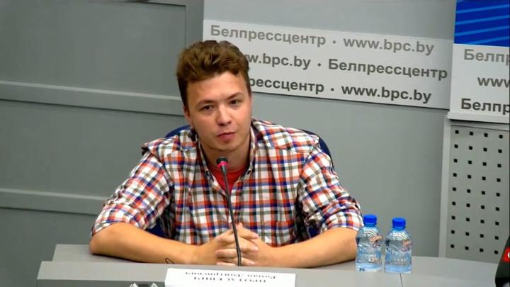 """Протасевич находится в """"самом безопасном"""" месте и думает о прививке"""