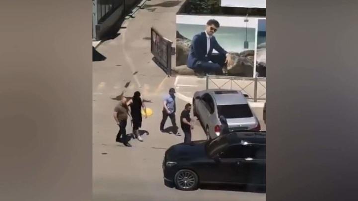 Боец ММА средь бела дня избил племянника экс-главы Дагестана