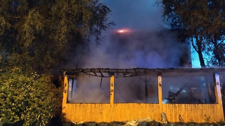 В Вологде тушили пожар в административном здании