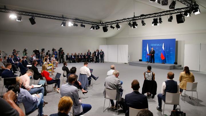 Путин объяснил настороженную реакцию на финансы из-за рубежа