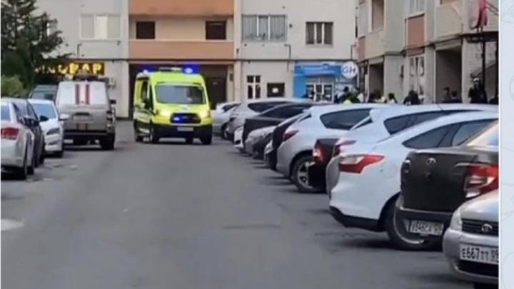 В Ставрополе девушка выпала из окна 11 этажа. Полиция проводит проверку