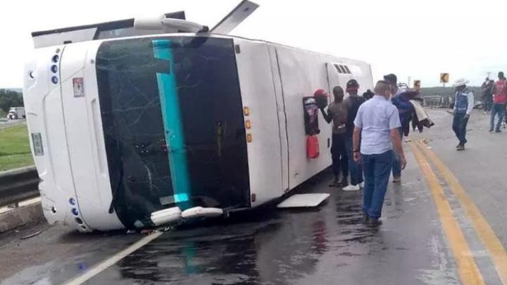 В Мексике перевернулся автобус с мигрантами из Гаити