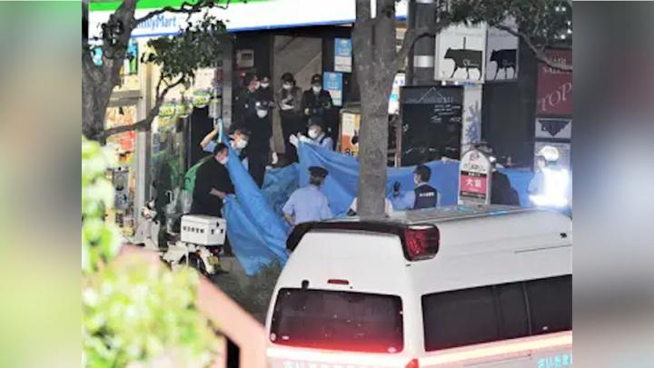Посетитель кафе в Японии более суток держал его сотрудницу в заложницах