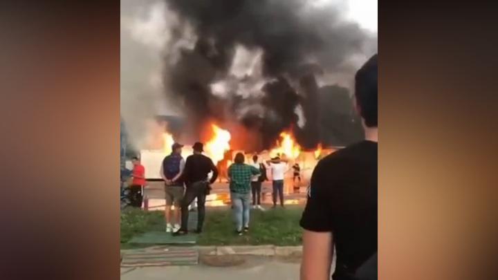 В Сочи сгорел прокат электросамокатов в Олимпийском парке
