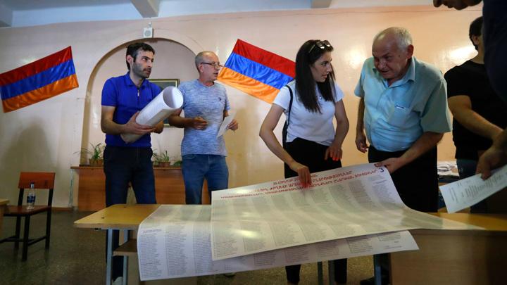 Выборы в Армении: по итогам электронного голосования лидирует партия Пашиняна