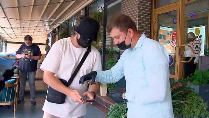 Минус 90% посетителей: ресторанный бизнес Москвы просит разъяснить работу с QR-кодами