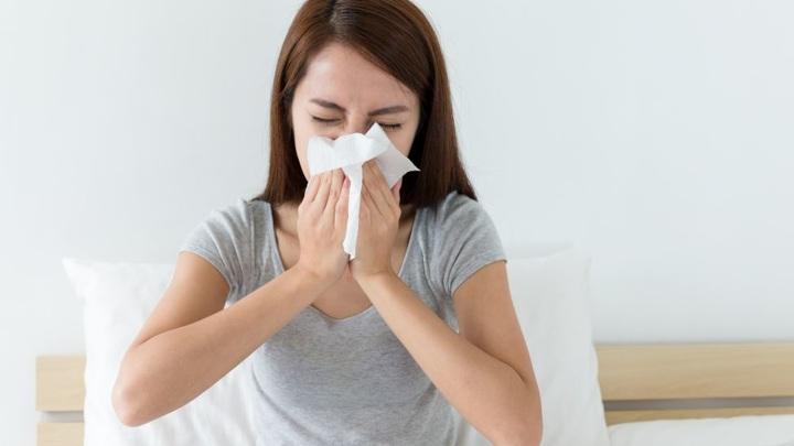 Назван симптом COVID-19, который есть только у вакцинированных