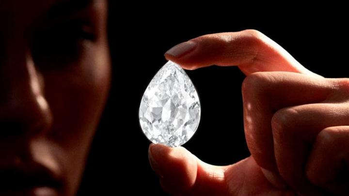 Впервые Sotheby's выставил бриллиант за криптовалюту