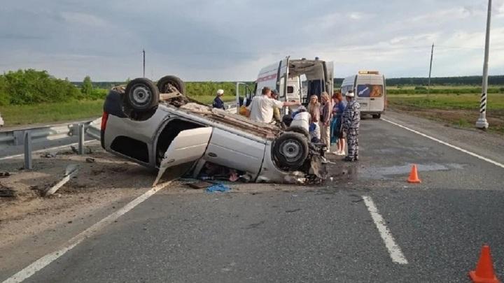 В крупном ДТП на трассе М5 пострадали двое человек