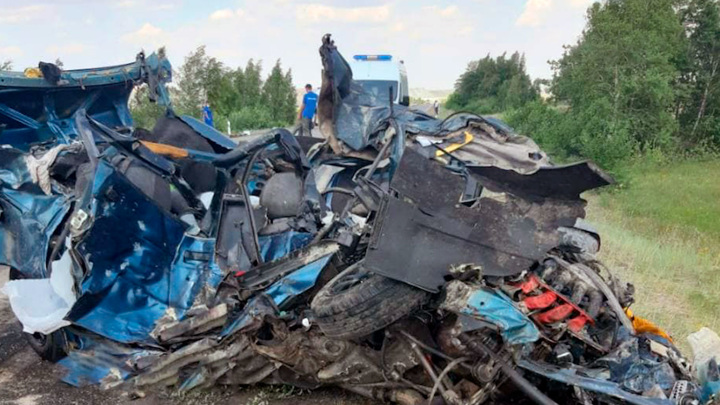 Тело достали из груды металла: появились подробности страшного ДТП с фурой в Башкирии