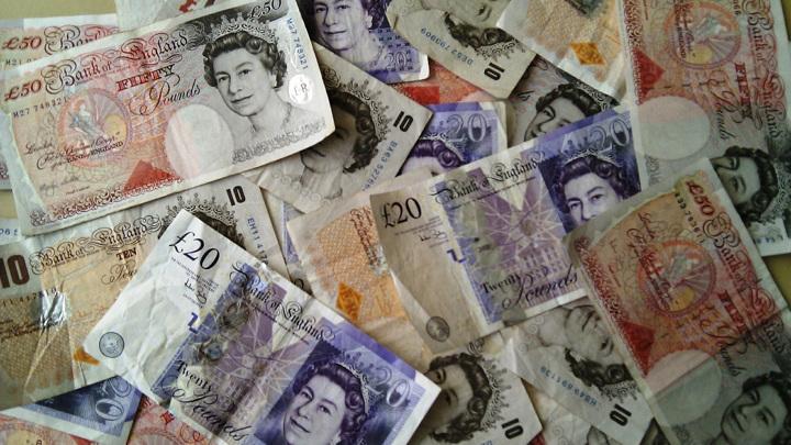 Британия отказывается от банкнот в 50 фунтов стерлингов