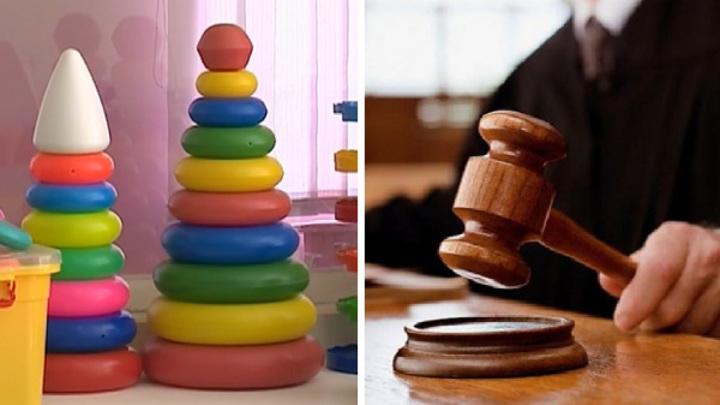 Обвиняемая в истязании детей няня устроила тяжбы с галичским детсадом