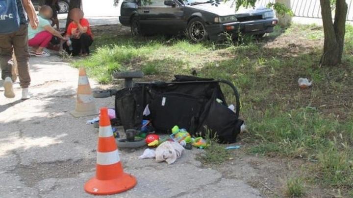 Машина сбила женщину с двумя детьми в центре Евпатории