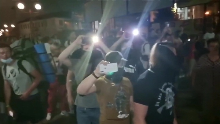В Киеве радикалы подожгли спортбазу антифашистов и избили журналиста