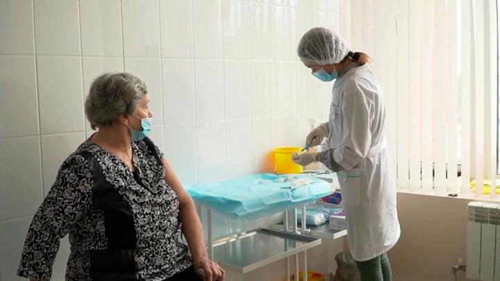 В Москве началась ревакцинация от COVID-19 в поликлиниках