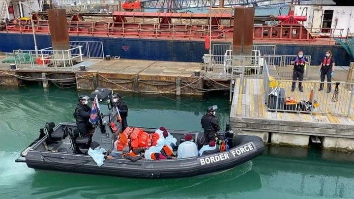 Новый британский рекорд: 482 мигранта за сутки пересекли Ла-Манш