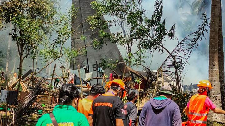 Найден черный ящик разбившегося самолета ВВС Филиппин