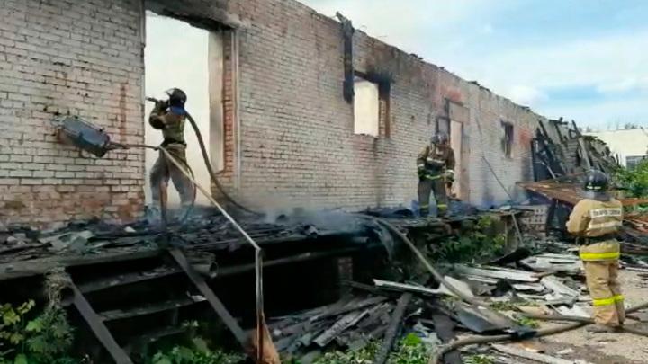 В Башкирии потушили склад площадью 1200 квадратных метров
