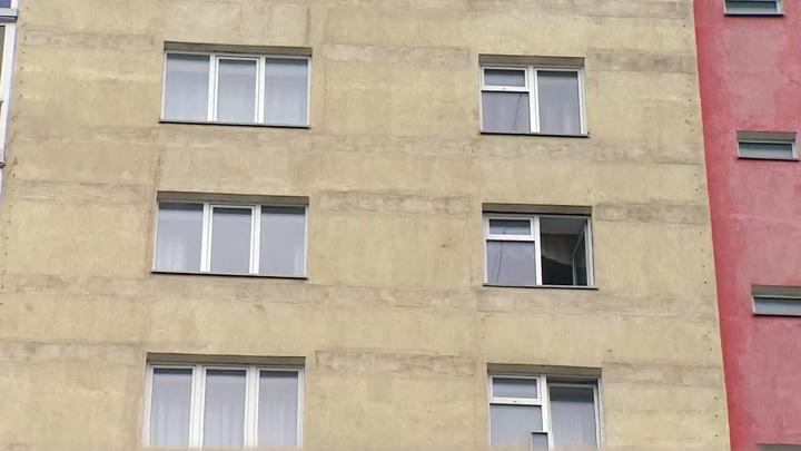 В Кемеровской области СК начал проверку после падения девочки с 4-го этажа