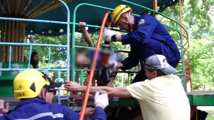 В уфимском парке ребенку зажало ногу в старой карусели