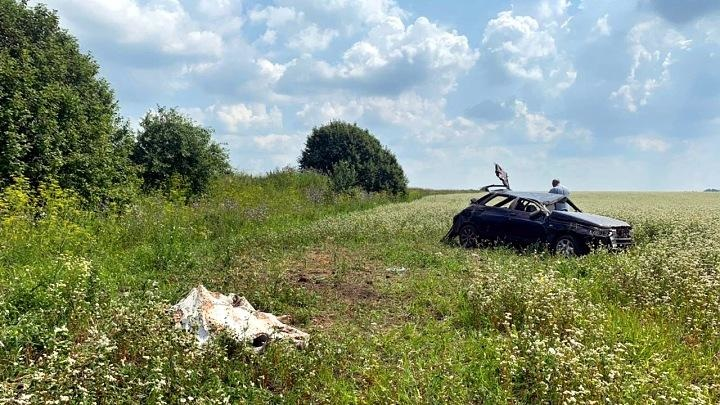 Под Тулой компания перевернулась на машине, погибла несовершеннолетняя