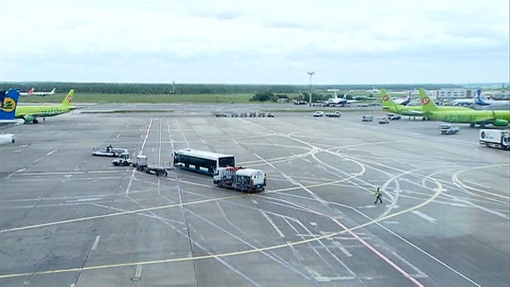 Следовавший в Дубай самолет экстренно сел в Москве из-за разгерметизации кабины